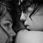 """Da """"Il contrario di Uno"""" di Erri De Luca un aforisma sulla straordinaria bellezza di un bacio.."""